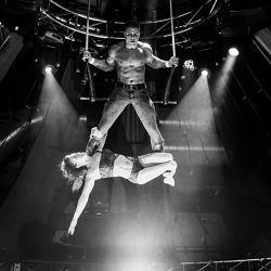 Le trapèze fixeconsiste en l'exécution de figures acrobatiques...